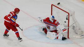 Сегодня. Париж. Россия – Чехия – 3:0. Артемий ПАНАРИН отправляет третью шайбу в ворота чехов.
