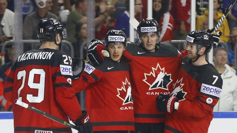 Вчера. Кельн. Канада - Германия - 2:1. Подопечные Джона Купера празднуют выход в полуфинал. Фото Reuters