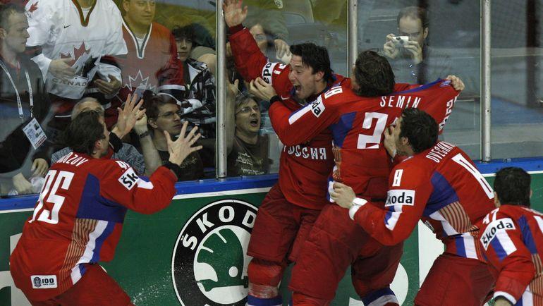 18 мая 2008 года. Игроки сборной России празднуют победу над Канадой в финале чемпионата мира. Фото Reuters
