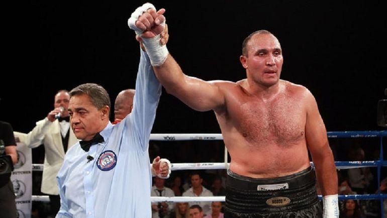 Александр УСТИНОВ победил Рафаэля Зумбано Лава. Фото Boxingnewsonline