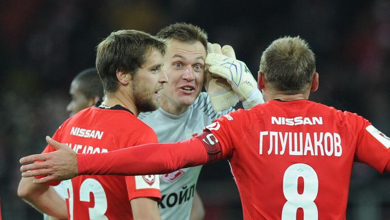 Дмитрий КОМБАРОВ, Артем РЕБРОВ и Денис ГЛУШАКОВ (слева направо). Фото Александр ФЕДОРОВ, «СЭ»