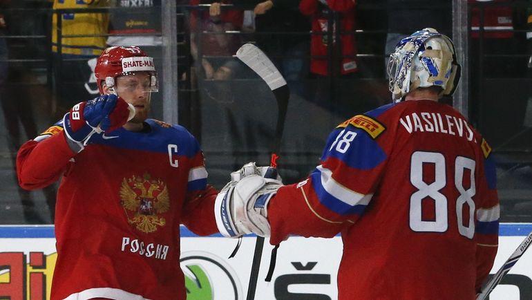 Капитан сборной России Антон БЕЛОВ (слева) и Андрей ВАСИЛЕВСКИЙ. Фото Reuters