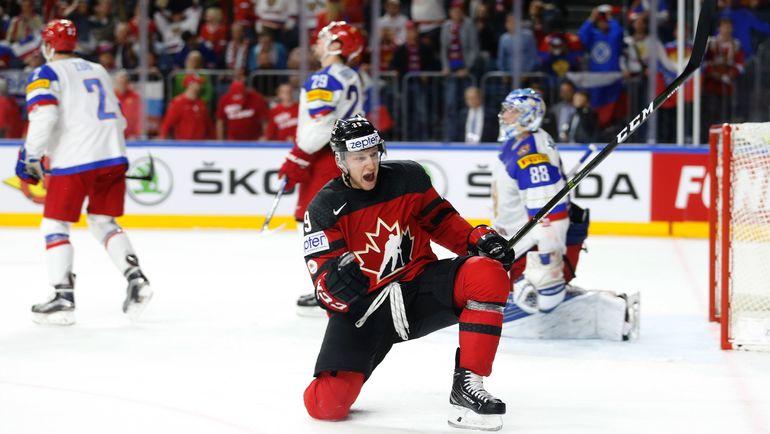 Сегодня. Кельн. Канада - Россия - 4:2. Натан МАККИННОН только что сравнял счет. Фото Reuters