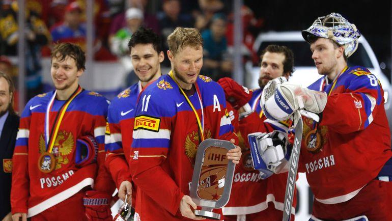 Вчера. Кельн. Россия - Финляндия - 5:3. Наша команда на церемонии награждения бронзовыми медалями. Фото AFP