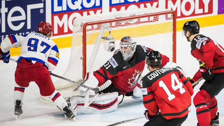 Суббота. Кельн. Канада - Россия - 4:2. Никита ГУСЕВ (№97) забрасывает вторую шайбу в матче. Фото Reuters