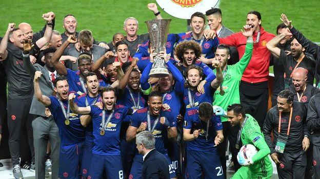 """Сегодня. Стокгольм. """"Аякс"""" - """"Манчестер Юнайтед"""" - 0:2. Англичане празднуют победу в турнире. Фото Reuters"""