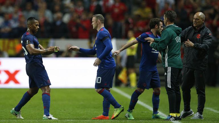 """Среда. Стокгольм. """"Аякс"""" - """"Манчестер Юнайтед"""" - 0:2. Уэйн РУНИ (в центре) выходит на замену. Фото Reuters"""