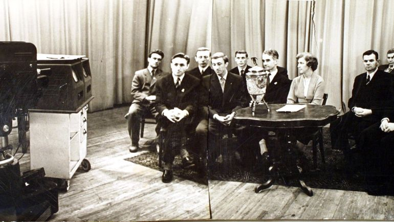 "1958 год. Николай СТАРОСТИН со своим ""Спартаком"" на телевидении."
