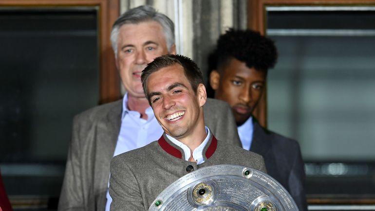 """Филипп ЛАМ со своей последней чемпионской """"салатницей"""" в качестве игрока. Фото AFP"""