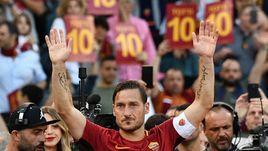 """Воскресенье. Рим. """"Рома"""" - """"Дженоа"""" - 3:2. Франческо ТОТТИ провел последний матч за римскую команду."""