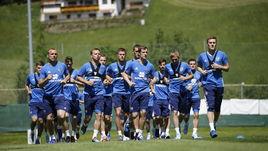 Вчера. Нойштифт. Игроки сборной России готовятся к Кубку конфедераций.