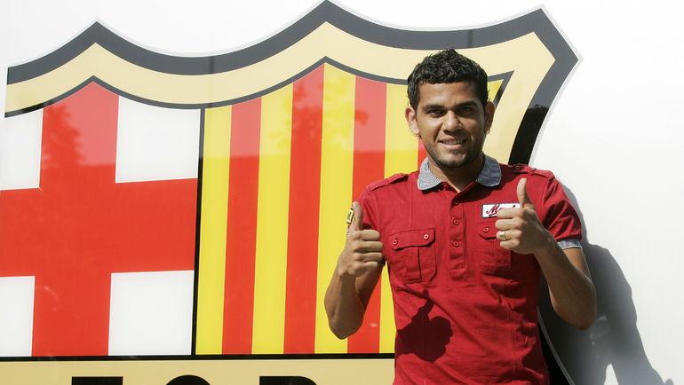 """1 июля 2008 года. ДАНИ АЛВЕС перешел в """"Барселону"""". Фото AFP"""