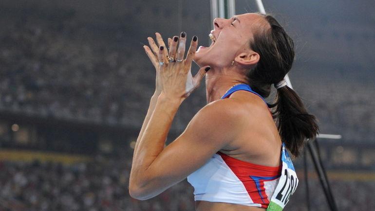 2008 год. Чтобы показать чемпионский прыжок, Елене ИСИНБАЕВОЙ, центральные телеканалы некоторых стран мира прервали выпуски новостей. Фото AFP