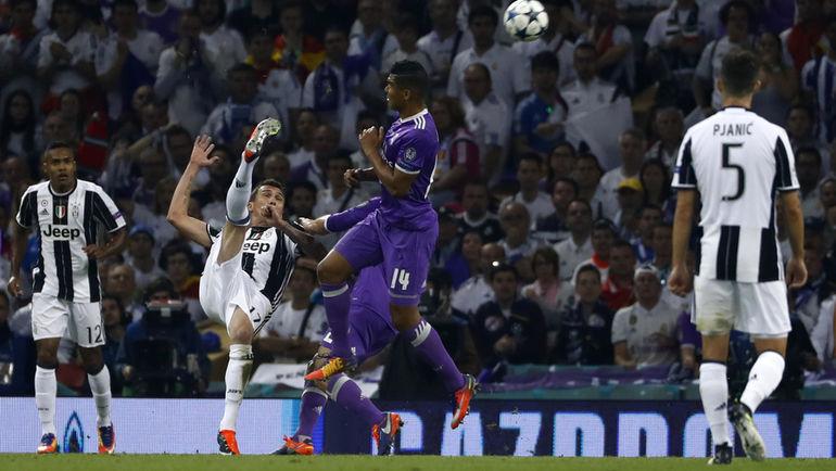 """Суббота. Кардифф. """"Ювентус"""" - """"Реал"""" - 1:4. 27-я минута. Марио МАНДЖУКИЧ забивает самый красивый гол в своей карьере. Фото Reuters"""