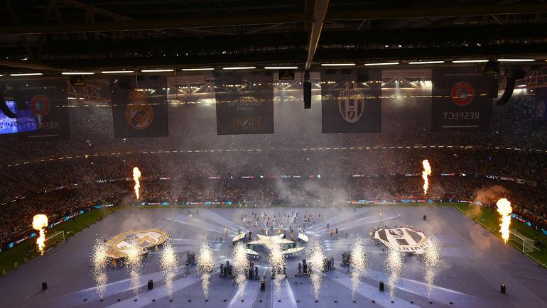 """Суббота. Кардифф. """"Ювентус"""" - """"Реал"""" - 1:4. Церемония открытия финала. Фото Reuters"""