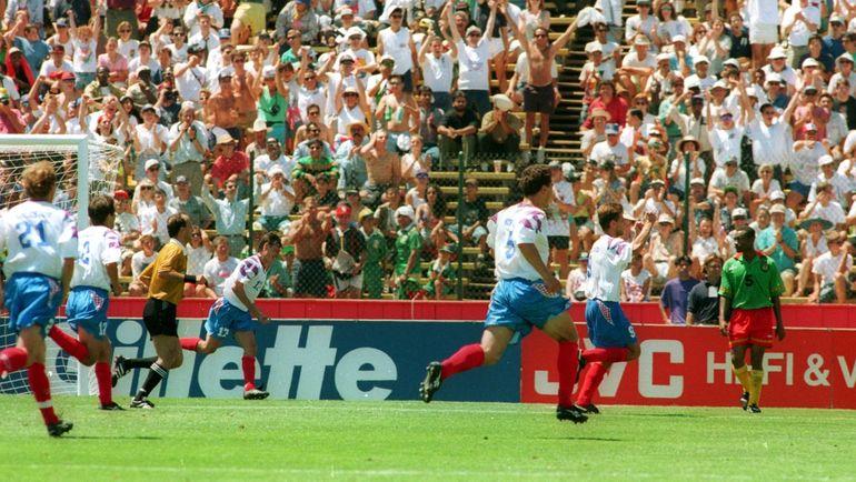 Россияне празднуют один из голов Олега Саленко в ворота сборной Камеруна. Фото Александр ФЕДОРОВ, «СЭ»