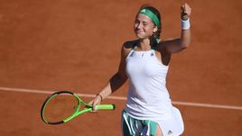 Четверг. Париж. Елена ОСТАПЕНКО празднует выход в финал Roland Garros.