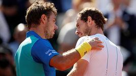 Сегодня. Париж. Стэн ВАВРИНКА (слева) обыграл Энди МАРРЭЯ и во второй раз за три года вышел в финал Roland Garros.