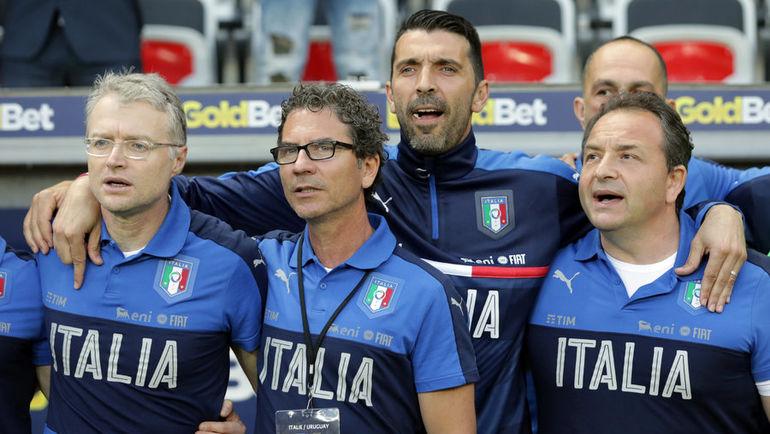 Сегодня. Удине. Италия - Лихтенштейн - 5:0. Для голкипера итальянцев Джанлуиджи БУФФОНА эта встреча стала 169-й в майке национальной команды. Фото AFP