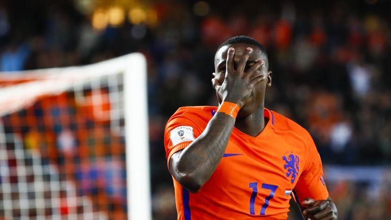 9 июня. Роттердам. Голландия - Люксембург - 5:0. Автор одного из забитых мячей Квинси ПРОМЕС. Фото AFP