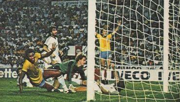 Бразильцы забивают новозеландцам на ЧМ-1982. Фото soccernostalgia.blogspot.ru