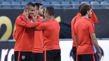 Чили - без основного вратаря, Камерун - без левого защитника