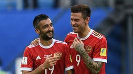 Сегодня. Санкт-Петербург. Россия - Новая Зеландия - 2:0. Федор СМОЛОВ (справа) и Александр САМЕДОВ.