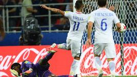 Сегодня. Москва. Камерун - Чили - 0:2. 45+1-я минута. Назасчитанный гол Эдуардо ВАРГАСА.