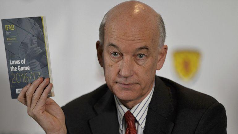 Дэвид ЭЛЛЕРЕЙ предлагает внести серьезные поправки в футбольные правила. Фото REUTERS