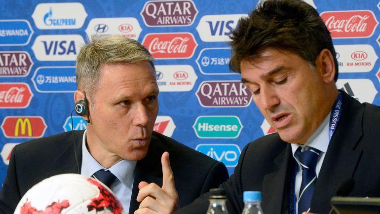 Марко ВАН БАСТЕН (слева) и Массимо БУЗАККА: нужно судить по другим правилам? Фото AFP