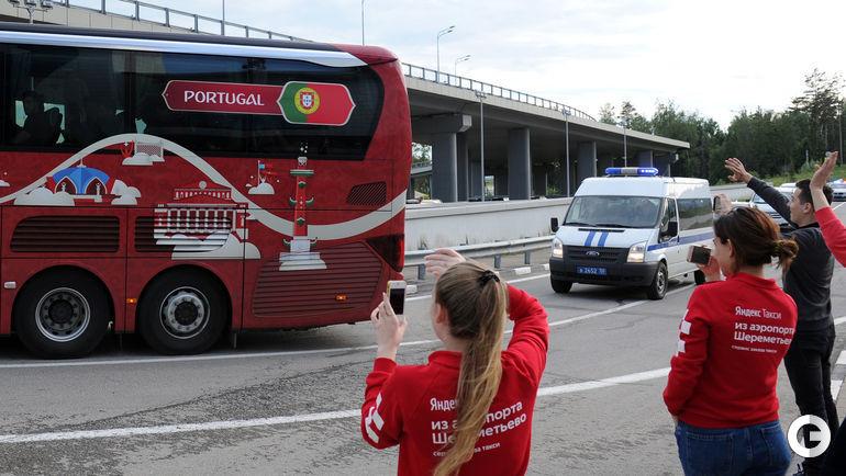 Сегодня. Шереметьево. Автобус сборной Португалии.