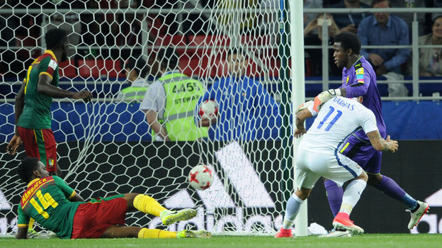 Воскресенье. Москва. Тушино. Камерун - Чили - 0:2. 90+1-я минута. Гол Эдуардо ВАРГАСА (№ 11). Фото Алексей ИВАНОВ, «СЭ»