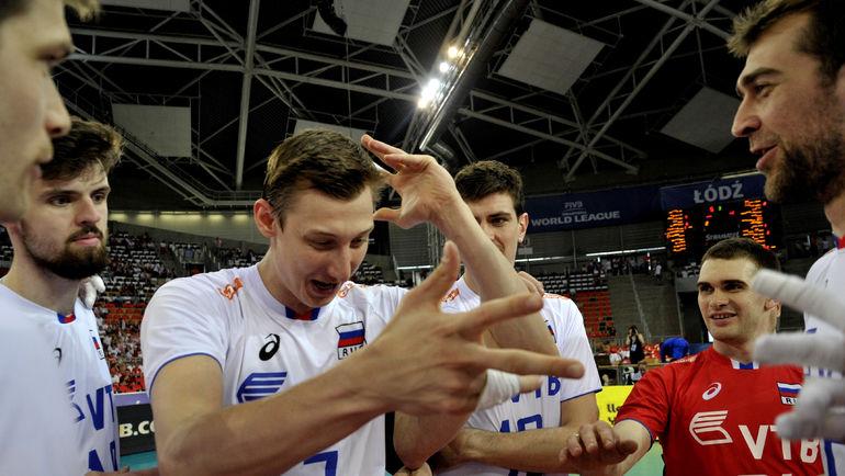 Сегодня. Катовице. Россия - Иран - 3:0.   Дмитрий ВОЛКОВ (№ 7) и его партнеры празднуют третью победу за четыре дня. Фото FIVB