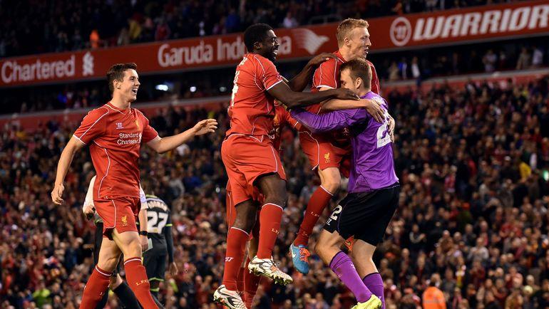 """23 сентября 2014 года. Ливерпуль. """"Ливерпуль"""" - """"Мидлсбро"""" - 2:2. Пенальти - 14:13. """"Красные"""" радуются победе. Фото Reuters"""