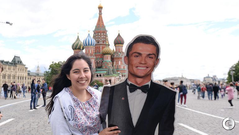 Сегодня. Москва. Болельщики сборной Португалии.