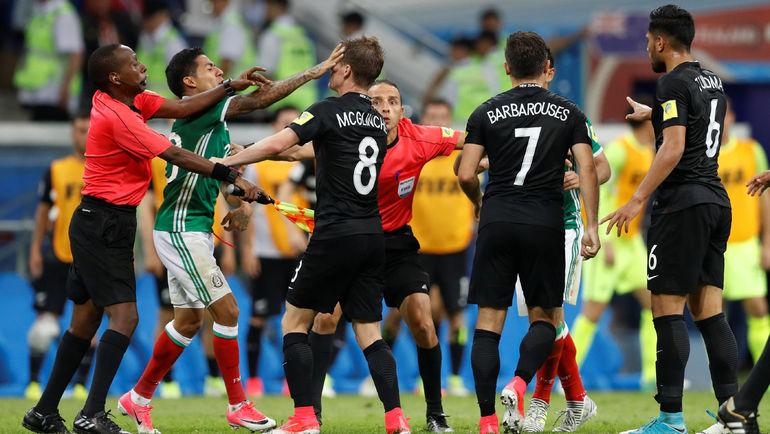 Сегодня. Сочи. Мексика - Новая Зеландия - 2:1. Массовая драка в концовке матча. Фото REUTERS