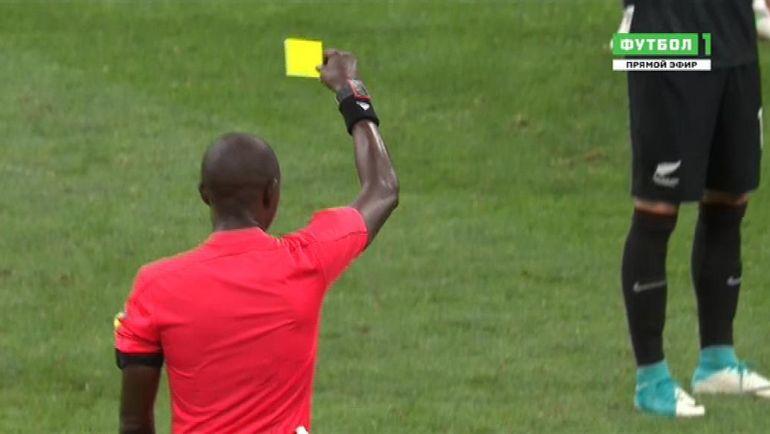 После просмотра видио Гассама сначала показал желтую карточку только Эррере...