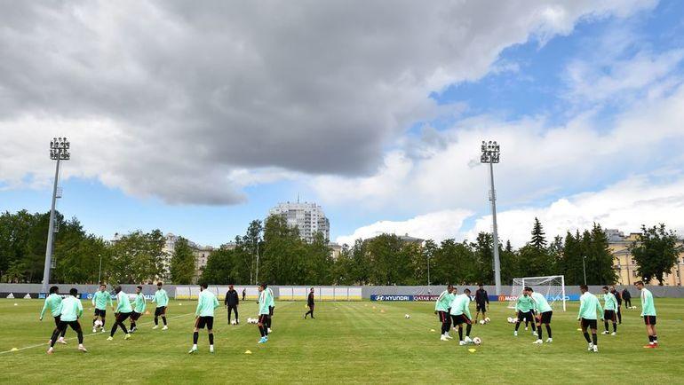 Пятница. Санкт-Петербург. Предматчевая тренировка сборной Португалии. Фото AFP