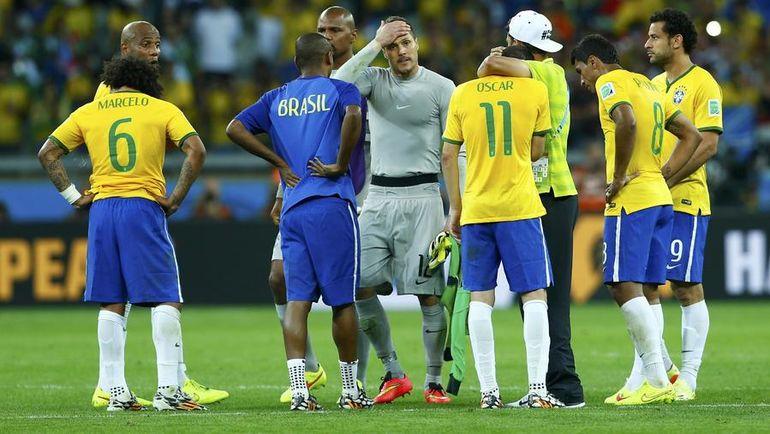 8 июля 2014 года. Белу-Оризонти. Бразилия - Германия - 1:7. Бразильские игроки не могли сдержать слез после разгрома в полуфинале домашнего чемпионата мира. Фото Reuters