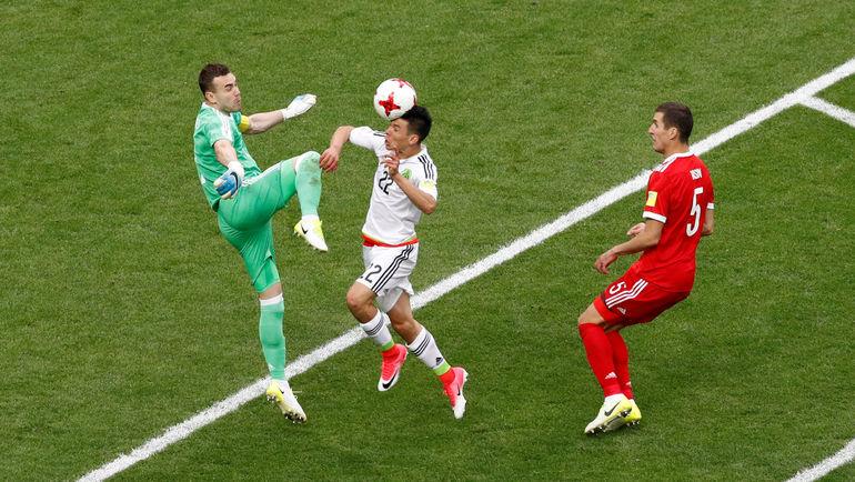 Сегодня. Казань. Мексика - Россия - 2:1. 52-я минута. Гол Ирвинга ЛОСАНО. Фото Reuters