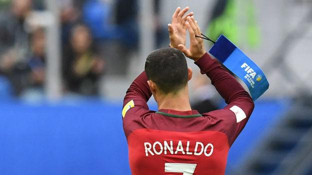 Сегодня. Санкт-Петербург. Новая Зеландия - Португалия - 0:4. Посмотреть на Криштиану РОНАЛДУ собралось рекордное количество человек. Фото AFP
