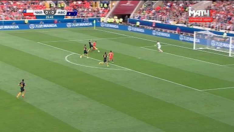 26-я минута матча Чили - Австралия.