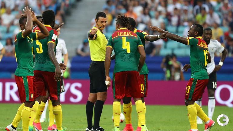 Сегодня. Сочи. Германия - Камерун - 3:1. Судья Вильмар РОЛЬДАН и удивленные камерунцы.