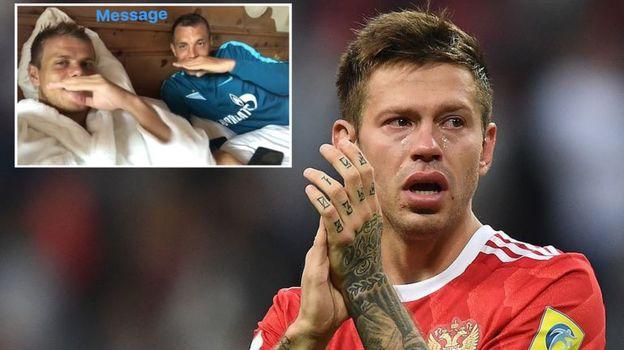 В субботу после поражения от Мексики Федор СМОЛОВ плакал. Вчера Александр КОКОРИН и Артем ДЗЮБА (справа на верхнем снимке) шутили в соцсетях.