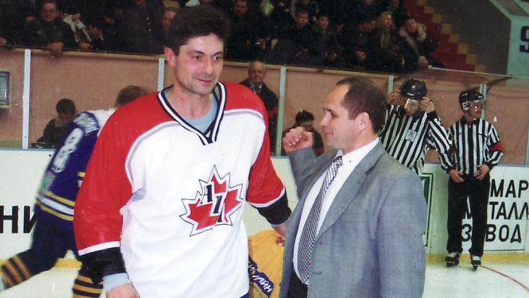Андрей МАРТЕМЬЯНОВ (слева) провел один матч в форме сборной Канады. Фото www.cskvvs.com