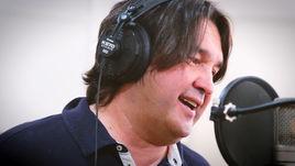 """Шамиль ГАЗИЗОВ записывает свою партию для песни """"Белая река""""."""