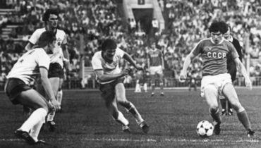 29 июля 1980 года. Москва. СССР - ГДР - 0:1. С мячом - Сергей АНДРЕЕВ.