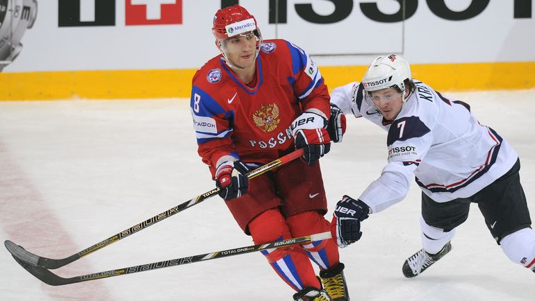 Дэнни КРИСТО (справа) против Александра ОВЕЧКИНА на ЧМ-2013. Фото AFP