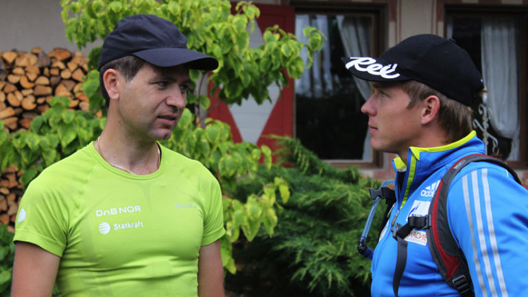 Иван ЧЕРЕЗОВ (справа) и Оле Эйнар БЬОРНДАЛЕН. Фото biathlonrus.com