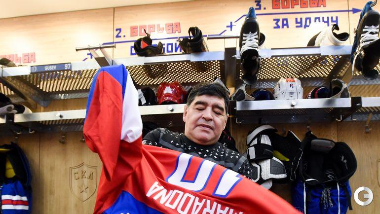 Сегодня. Санкт-Петербург. Диего МАРАДОНА в свитере хоккейной сборной России.